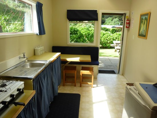 Aotea Lodge: Unit 4 - dining kitchen