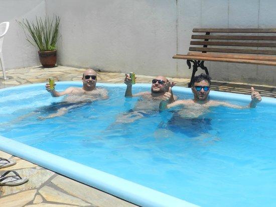 Pousada Tribo Ubatuba Hostel: Confortavel piscina depois da praia