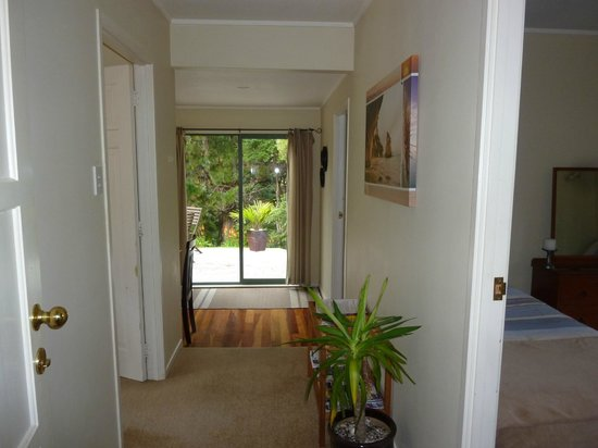 Aotea Lodge: Unit 1 - Entrance
