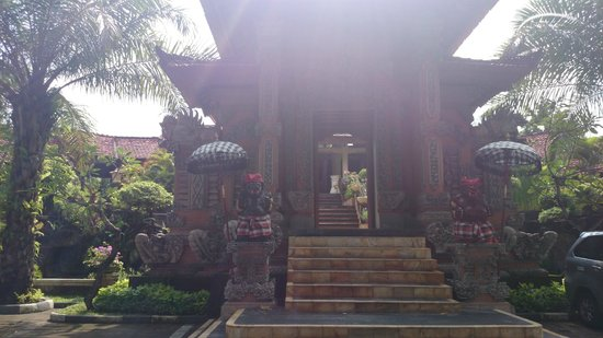 Bali Tropic Resort and Spa: The entrance to the hotel