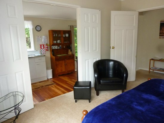 Aotea Lodge: Unit 1 - bedroom leading to kitchen