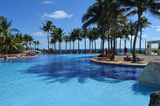 Grand Oasis Cancun : Nydelige bassengområder