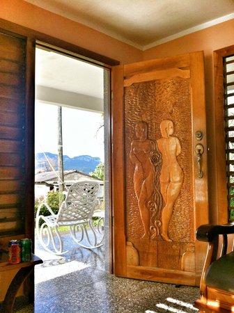 Casa de Marilyn: looking out through the front door