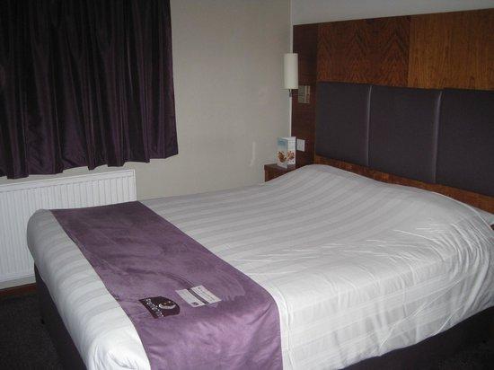 Premier Inn Gloucester (Twigworth) Hotel: Room