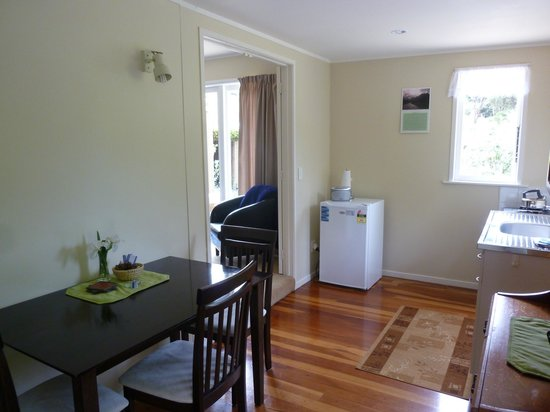 Aotea Lodge: Unit 1 - dining kitchen