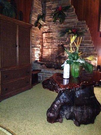 Elvis Presley's Heartbreak Hotel: Graceland Suite (Jungle Room)