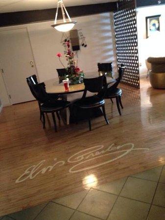 Elvis Presley's Heartbreak Hotel: Gold and Platinum Suite