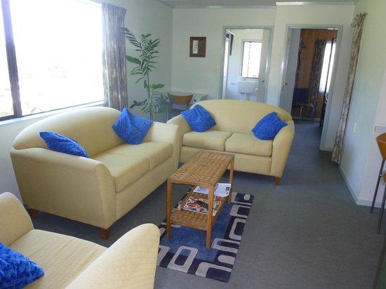 Aotea Lodge: Unit 2 - lounge area