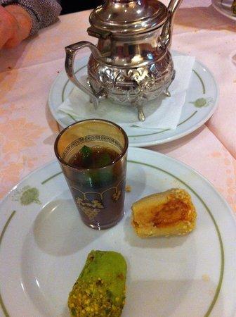 l'Olivier: Thé gourmand avec 2 pâtisseries orientales