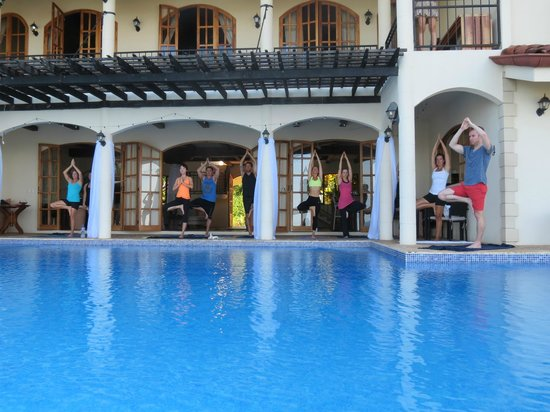 El Castillo Hotel: Morning poolside Yoga