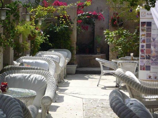 Arabian Tea House Cafe: il giardino