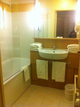 Citadines Didot Montparnasse: Salle bains