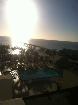 Newport Beachside Hotel and Resort: view from room at sunrise