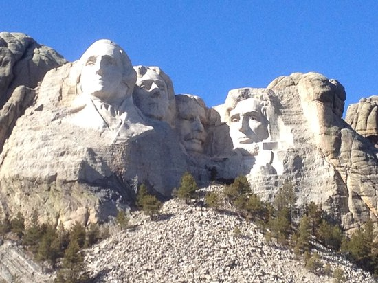 Mount Rushmore National Memorial : Timing the sun for no shadows is crucial.