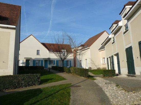 Magny Le Hongre Marne la Vallee: vue d'ensemble des maisons.