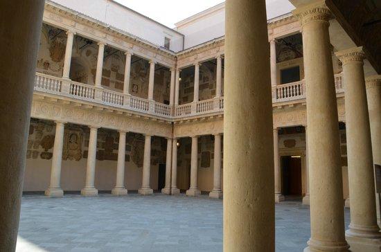 University of Padova: Palazzo Bo - Cortile antico