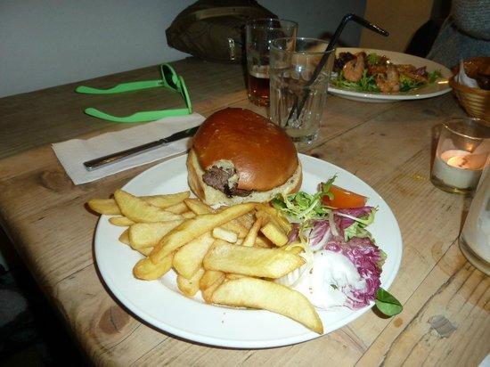 Black Lion: cheesburger