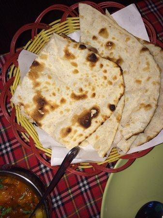 Rasoi Restaurant : 2 rotiplaten in stukken