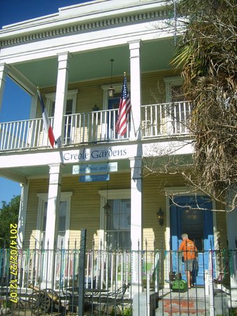 Creole Gardens Guesthouse Bed & Breakfast : grounds