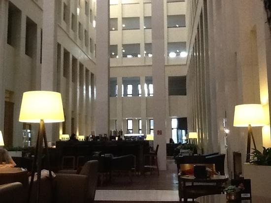 Berlin Marriott Hotel: лобби