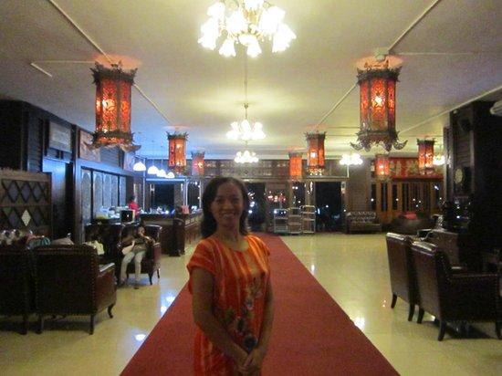 Sirinart Garden Hotel : The main lobby and me
