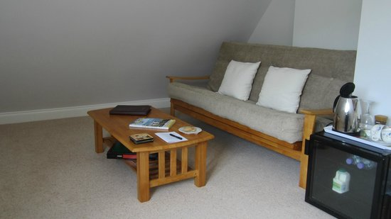 Hermitage Court Farm: Lounge/spare bed