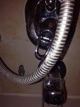 Seasons Netanya Hotel: Shower