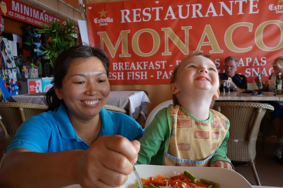 Monaco Restaurante : Boy gets special service. No icecream until plate is empty.