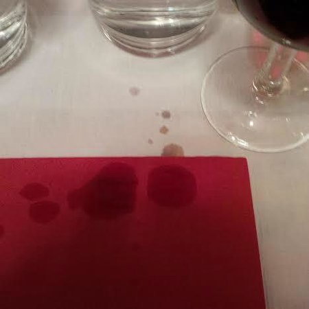 Auberge de Saviese: Belle façon de servir du vin.