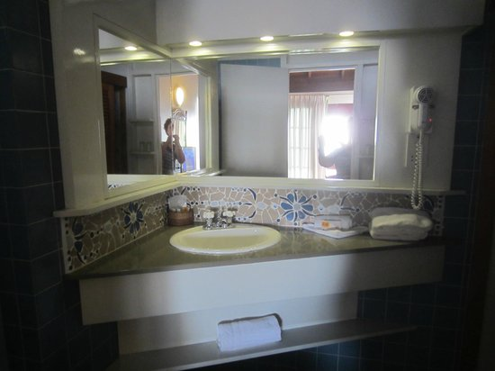 Fort Young Hotel: Salle bain
