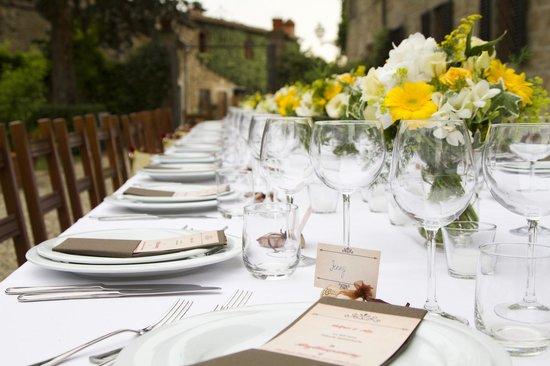 Fattoria Castelvecchi: Dinner outside