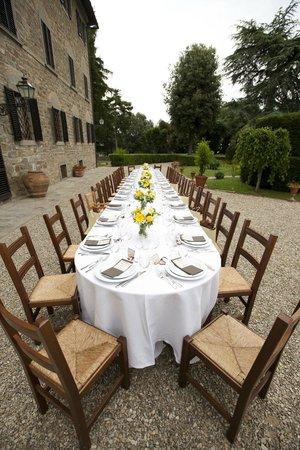 Fattoria Castelvecchi: Dinner outside main house