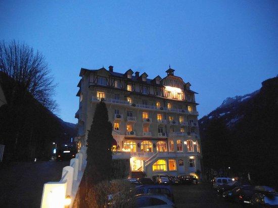 Golf Hotel : l'hôtel en soirée