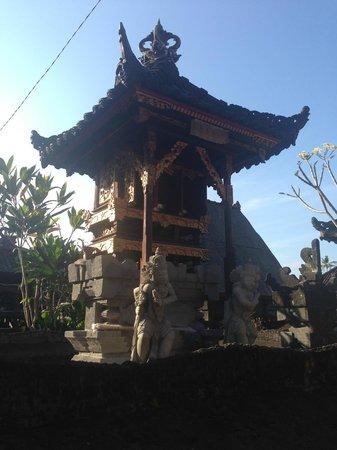 Bali Homestay: temple