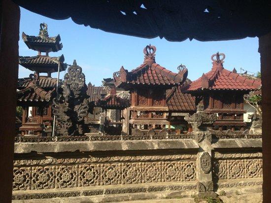 Bali Homestay : Village temple
