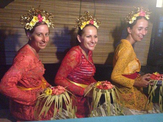 Bali Homestay : Dressing Balinese style