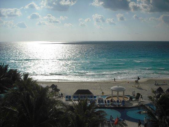 Golden Parnassus All Inclusive Resort & Spa Cancun: Plage et mer