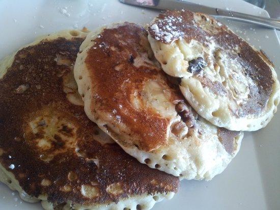 Flamingo Hometown Cafe: banana walnut pancakes♡