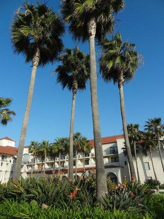 Hyatt Regency Huntington Beach Resort & Spa: Resort looked beautiful from every angle.