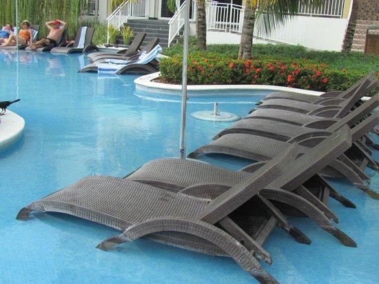 Sheraton Bijao Beach Resort: lounge chairs -- lots of them everywhere in water