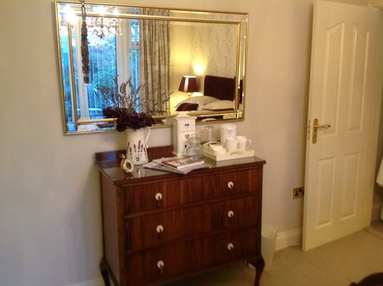 Number 30 Bed and Breakfast : Tea and coffee facilities with scrumptious cookies