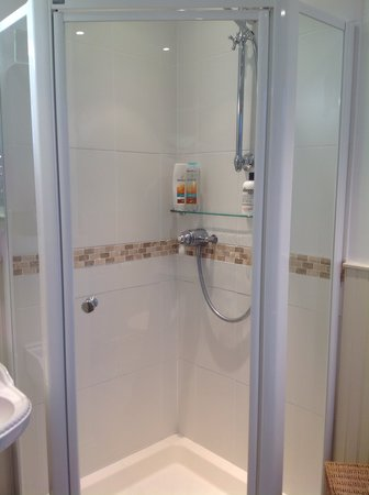 Number 30 Bed and Breakfast : Sparkling clean shower