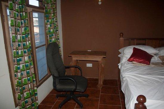 Zanzibar Star Resort: Una sedia da computer come appoggio