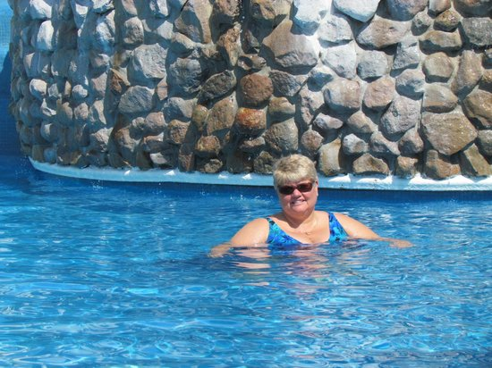 Sheraton Bijao Beach Resort: in the pool with water flowing down over the rocks from one pool to the other
