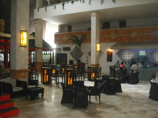 Golden Parnassus All Inclusive Resort & Spa Cancun : Lobby bar