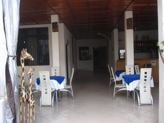 Sainte Anne Hotel : outside dining area
