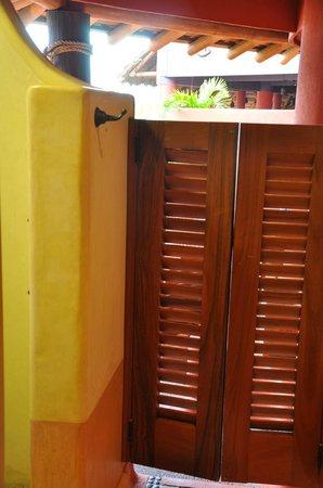Embarc Zihuatanejo: entre lavabos, duchas y jacuzzi
