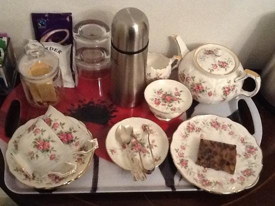 Victoria Cottage B & B: the tea tray