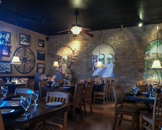 Vincitorio's Restaurant: Dining Room