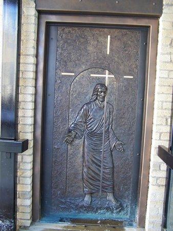 La porte sainte offerte par le vatican basilique for Porte quebec